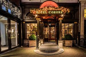 Entrance Boutique Hotel Corona during Christmas