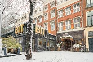Entrance B.I.T. Grill & Café & Boutique Hotel Corona in de winter